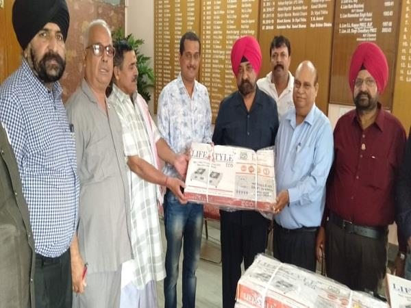 lions club jalandhar gave gas stoves to 20 needy women
