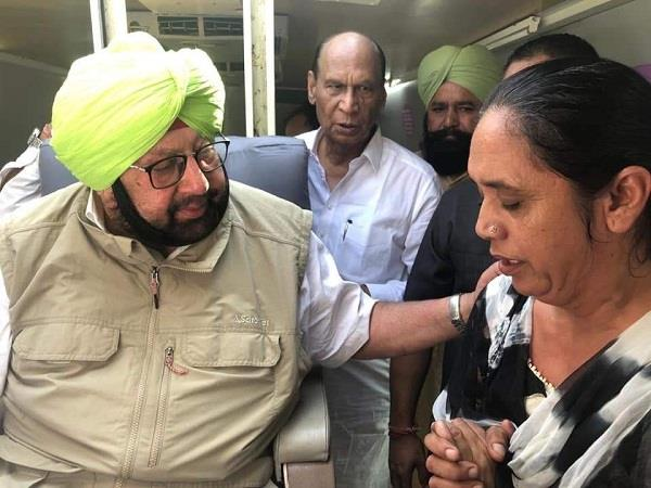 the mother of commando sukhwinder met the chief minister