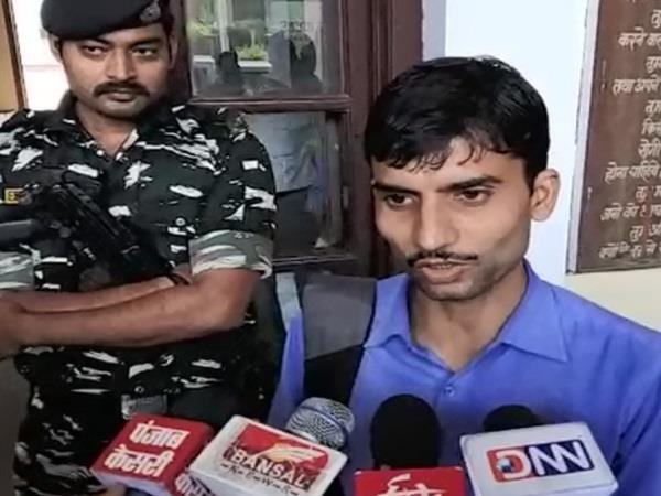ashish chaturvedi handed over evidence of fake appointment to dean