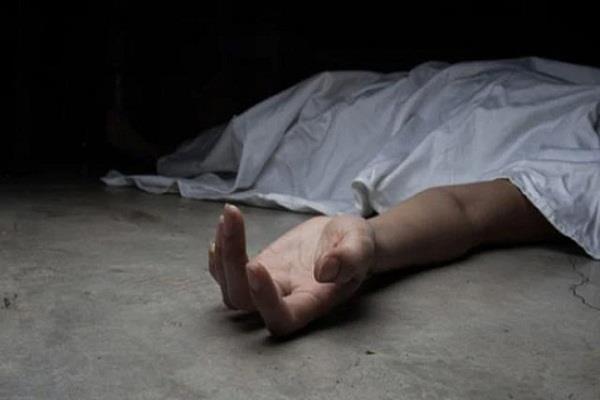 migrant woman dead body in drain
