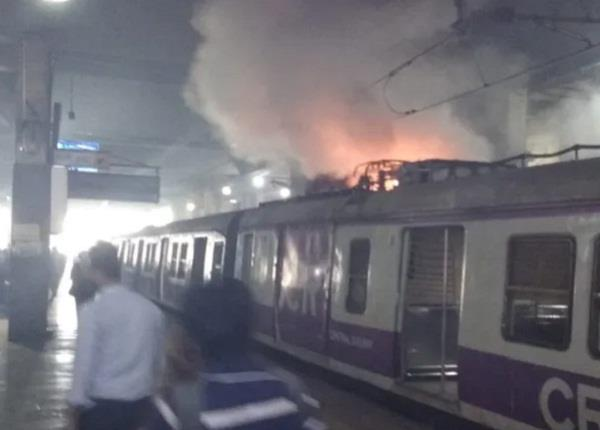 mumbai fire in local train
