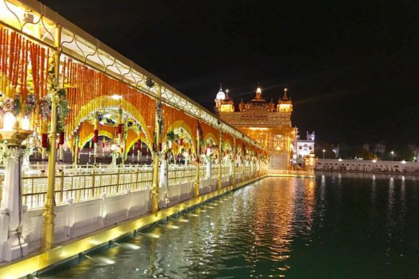 decoration of sri harimandir sahib will be done with 15 tons of flowers