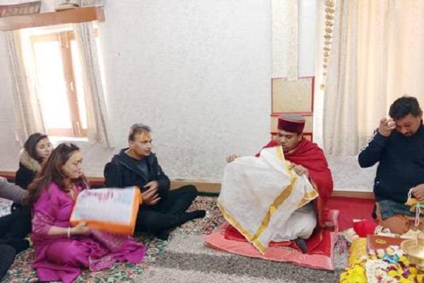 anil ambani arrives to visit badri kedar with family