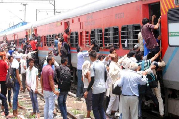 accidents railway passengers increasing rush passengers in trains