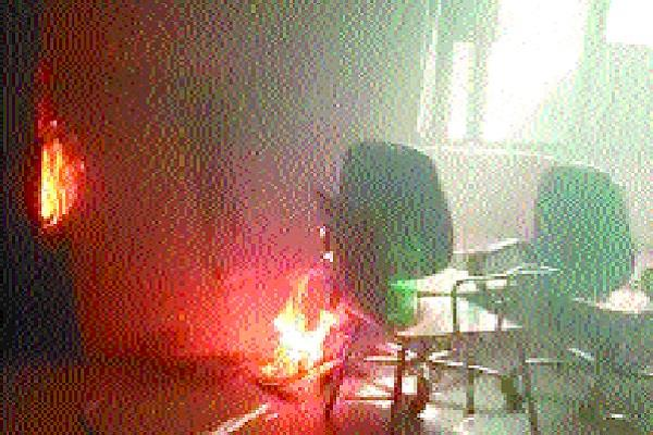 fire in mobile company s office burning goods worth millions of rupees