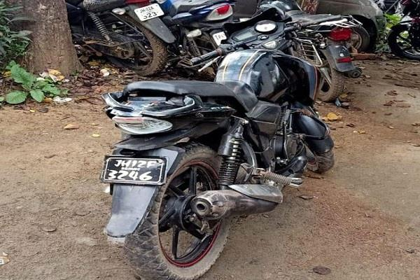 3 bike riders killed after hitting electric pole in hazaribagh