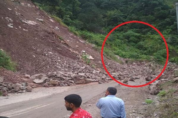 heavy landslide on nahan shimla nh