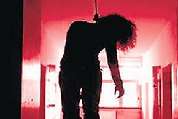 9th grade student ends her life by hanging in hostel room