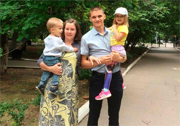 jealous  husband kills himself his two children by jumping from 9th floor