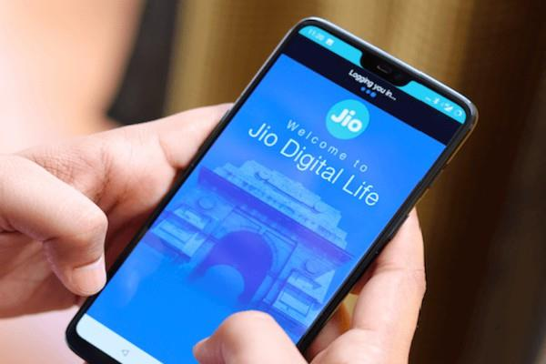 84 lakh new customers associated with reliance jio