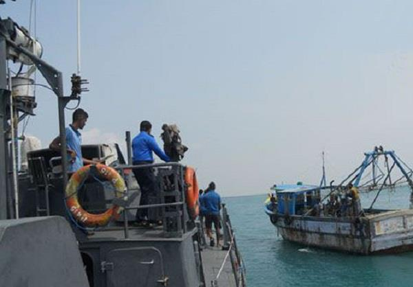sri lankan navy repels over 2 000 indian fishermen