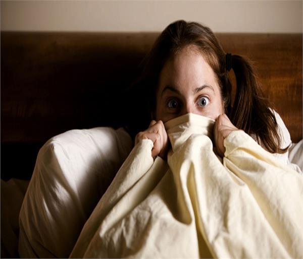 Vastu Tips: रात को आते हैं डरावने सपनें तो जरूर करें ये काम