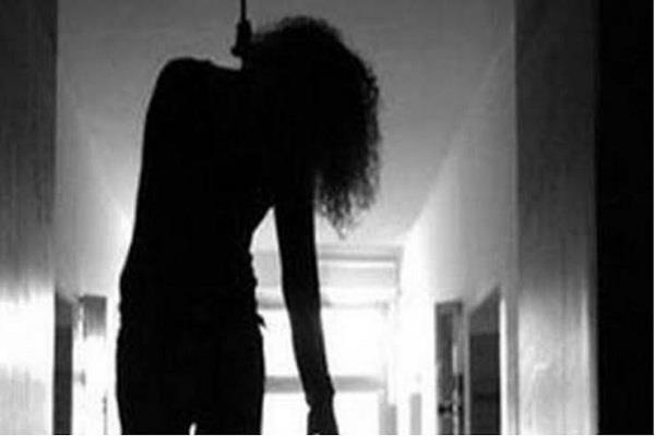 woman commits suicide due to financial constraints