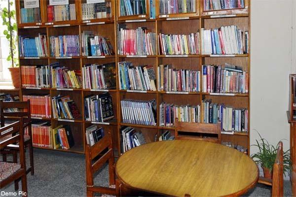 kangra district library is losing out to youth