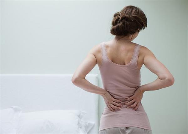 क्यों होता है पीठ में दर्द ? राहत दिलाएगी यह एक खास एक्सरसाइज