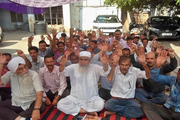 angry electricity workers extend strike for 2 more days in udhampur