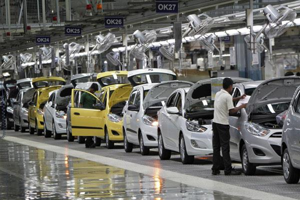 auto industry slows down passenger vehicle sales fell 23 7 in september