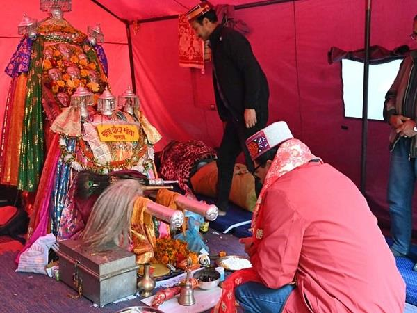 govind thakur took blessings from mother hidimba