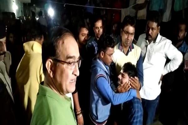 prayagraj peon hanged after killing wife and son