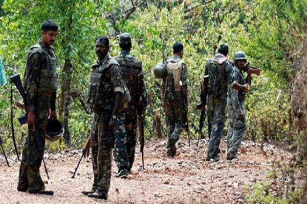 encounter in dantewada security forces killed a naxalite