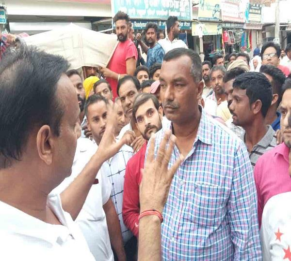 clash between shopkeeper and city coucil