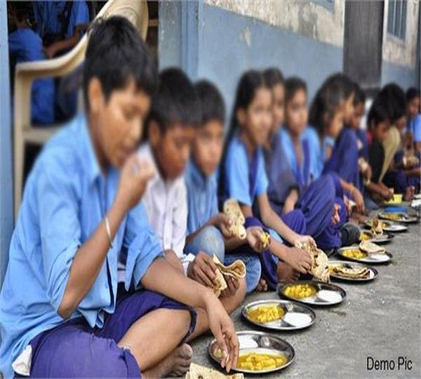 mid day meal workers are getting 47 rupees a day for work