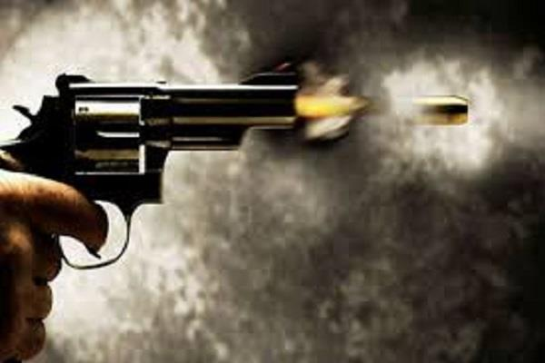 gorakhpur father shoot of son dead in police barrack