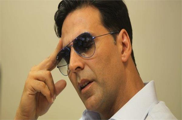 district consumer forum sent show cause notice to actor akshay kumar