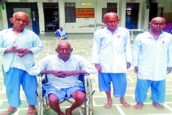 education committee transported 4 elderly people from railway station