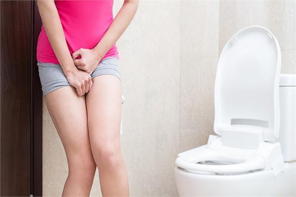 Women health: यूरिन लिकेज से होती है शर्मिंदा तो इन 3 नेचुरल तरीकों से पाएं राहत