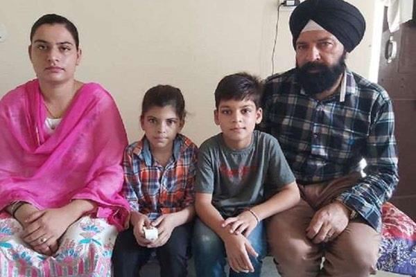 mla runs away pakistan after getting entangled wife on karwachauth