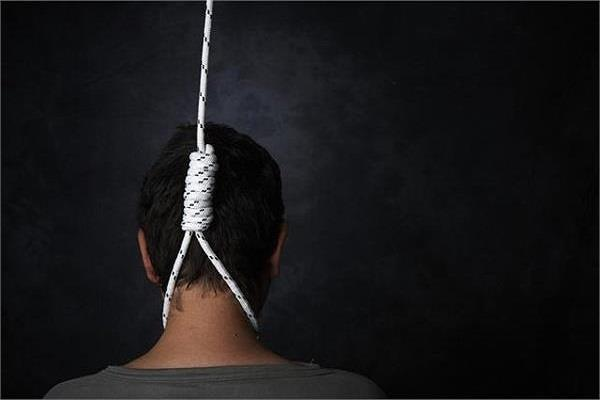 person commits suicide by hanging