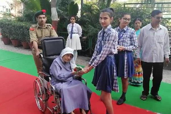 haryana election voters like welcome casting votes going through red carpet