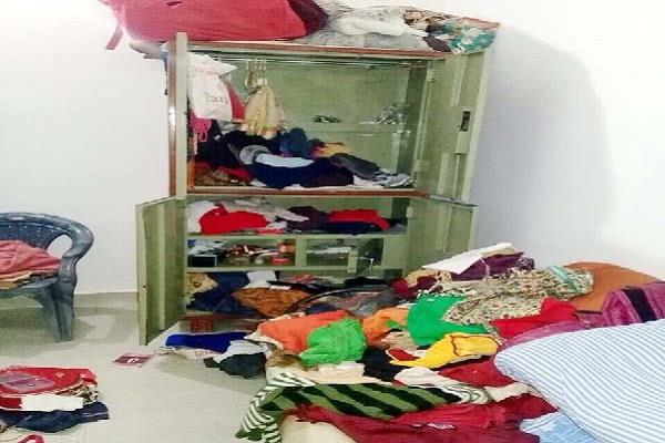 thieves cleaned hands on jewelery and cash worth lakhs from daily house