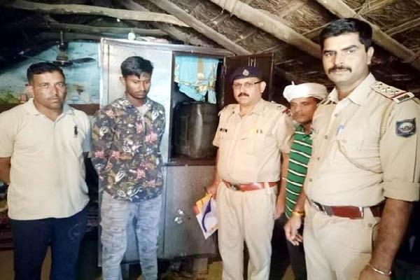tightening screws on liquor smugglers 3 accused arrested
