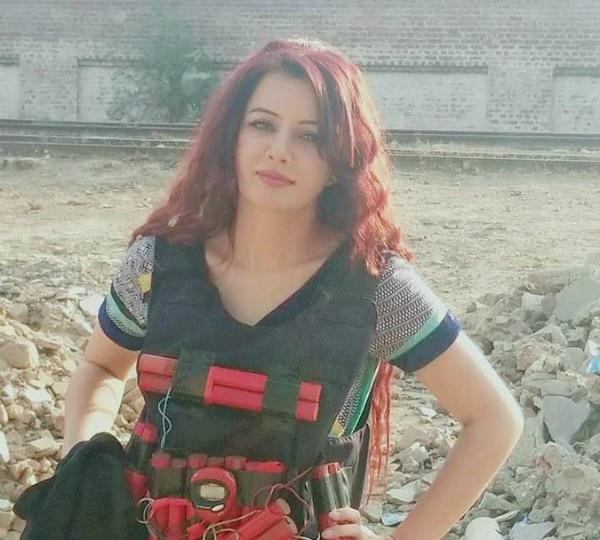 pakistani singer rabi pirzada becomes fidayeen threatens pm modi