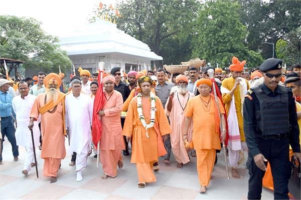 cm yogi became the coronation of gorakshpithadheeshwar