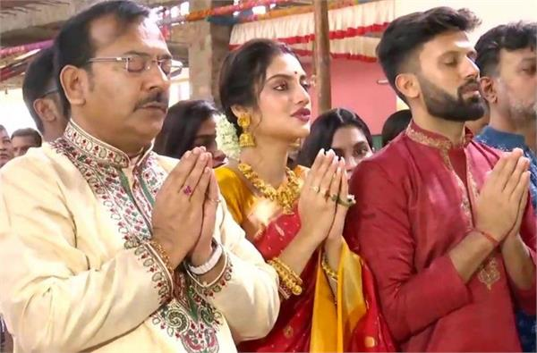 nusrat jahan play the dhaak