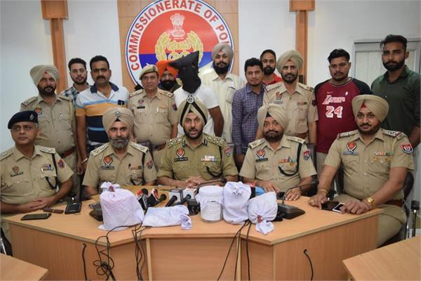 indian smuggler arrested with heroin worth 15 crores