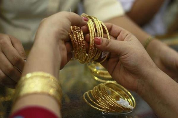 gold and silver prices fall marginally after dhanteras