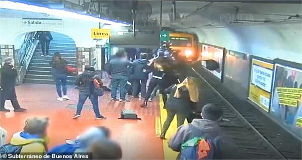 heroic passengers stop a subway train in argentina
