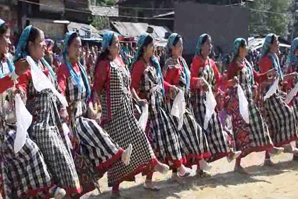 women put together a message in the kullu dussehra festival