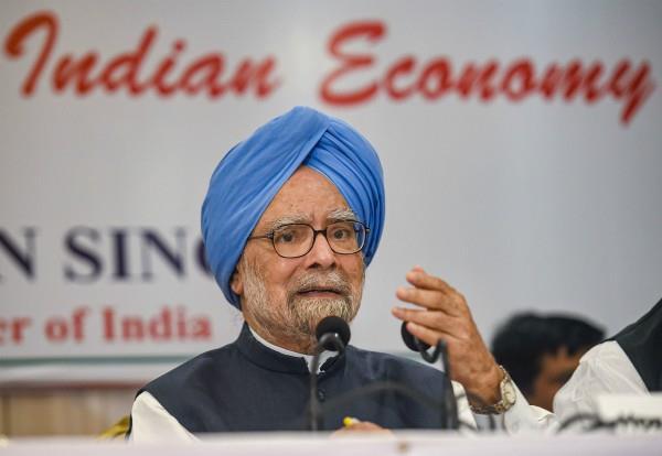 manmohan singh reverses finance minister on declining economy