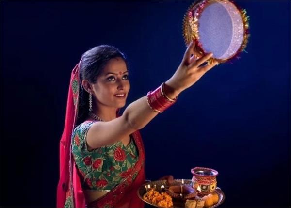 Karwa Chauth: ऐसी 8 चीजें, जिसके बिना अधूरा है महिलाओं का व्रत