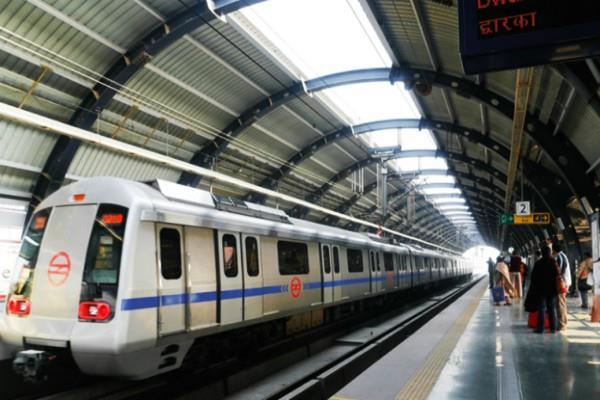 metro will run on rubber wheels nasik may start