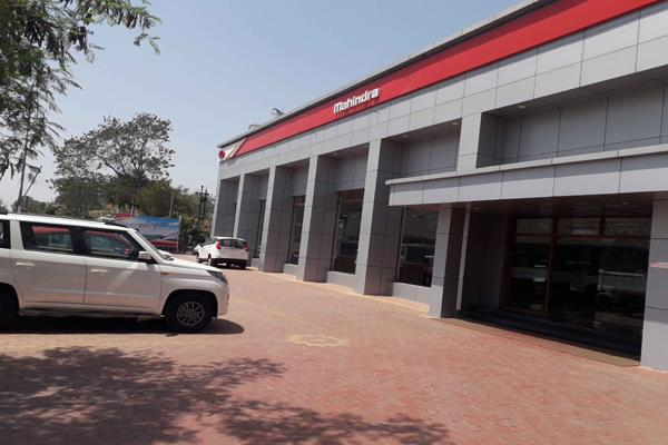 mahindra  mahindra s total sales declined 21 to 43 343 units in september