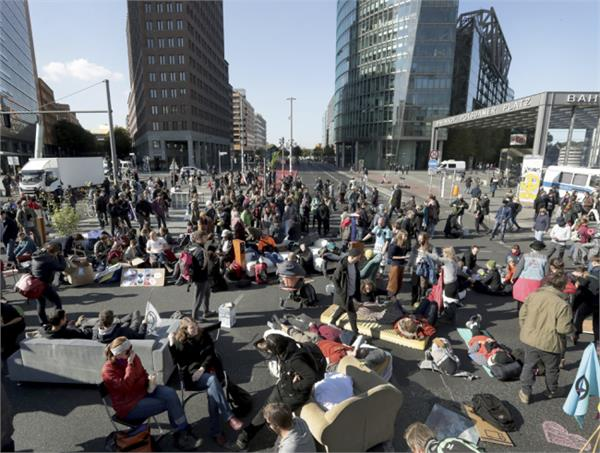 climate protesters block streets around the world
