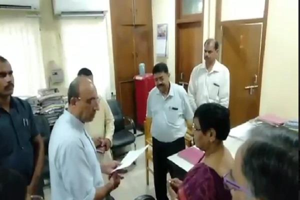 health minister did surprise inspection of health building