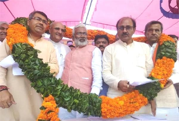 many sp leaders join bjp in presence of swatantra dev singh