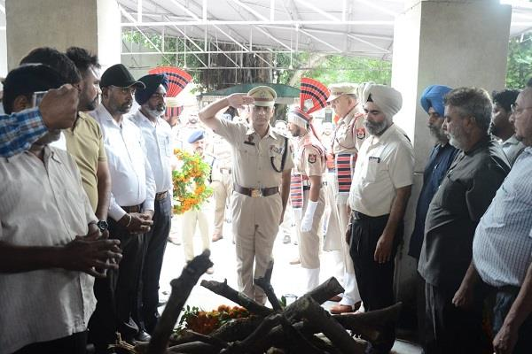 martyr constable gurdeep singh was cremated in jalandhar